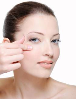 how to avoid skin around eyes aging